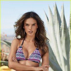 Alessandra Ambrosio posa con un bikini de corte clásico de Lascana