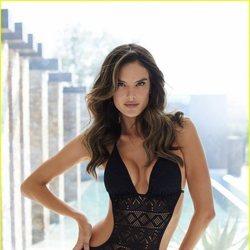 La modelo Alessandra Ambrosio con un trikini de Lascana