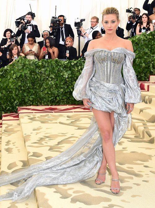 Lili Reinhart vestida de H&M en la Met Gala 2018