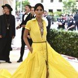 Lily Aldridge con un vestido amarillo de Ralph Lauren en la Met Gala 2018