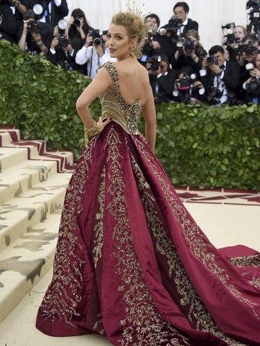 Blake Lively con un diseño de Versace en la Met Gala 2018