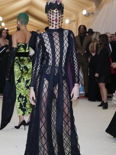 Cara Delevingne viste de Dior en la Gala Met 2018