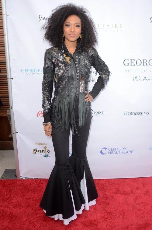 Judith Hill con un pantalón de volantes y cazadora de flecos en Gala Anual de la Fundación George López de Golf 2018