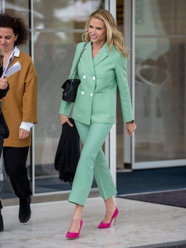 Judit Mascó en Cannes con un traje de chaqueta en tono verde menta