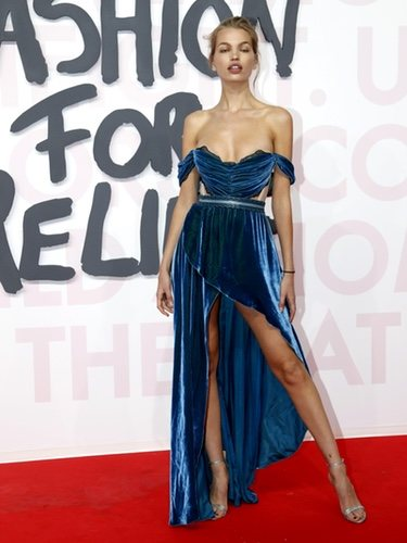 El escaso vestido de Daphne Groeneveld durante la gala benéfica 'Fashion for Relief'