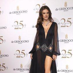 Roberto Cavalli viste a Alessandra Ambrosio para la gala de De Grisogono