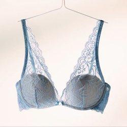 Bralette en azul de la nueva campaña de Intimissimi