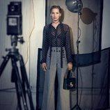 Jennifer Lawrence con una blusa y un pantalón de la nueva colección de Dior 2018