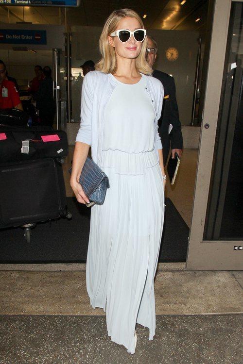 Paris Hilton con un vestido azul bebé en Los Ángeles 2018