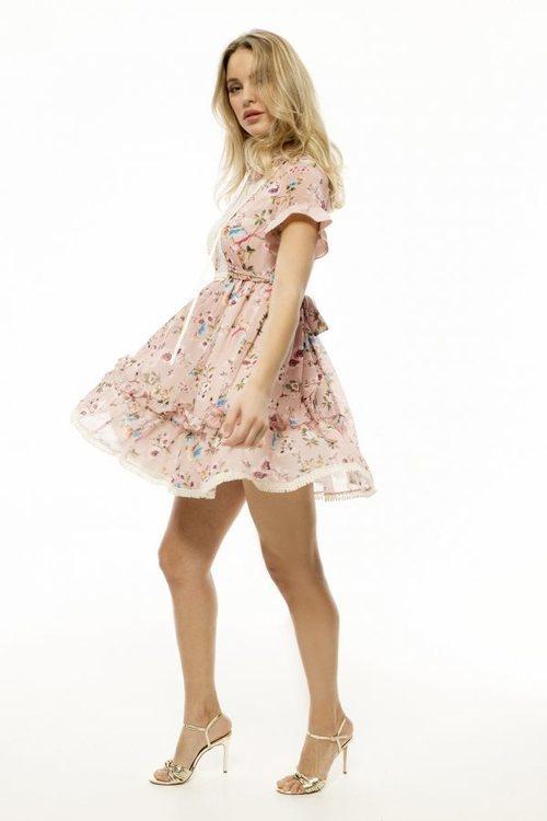 Vestido corto con estampado floral de la nueva colección de la firma Armario Lulú 2018