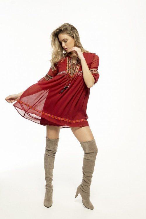 Vestido midi en olor rojo de la nueva colección de la firma Armario Lulú 2018