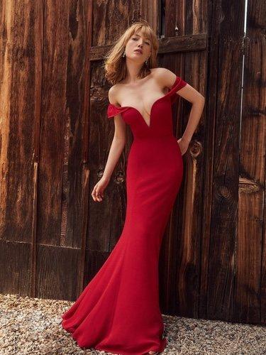 Reformation crea su propia versión del vestido rojo de 'Pretty Woman'