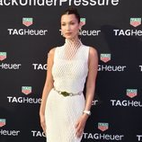 Bella Hadid de Dion Lee en la white party de TAG Heuer