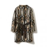 Abrigo  largo de mujer con estampado étnico de la nueva colección otoño/invierno 2018/2019 de Sisley