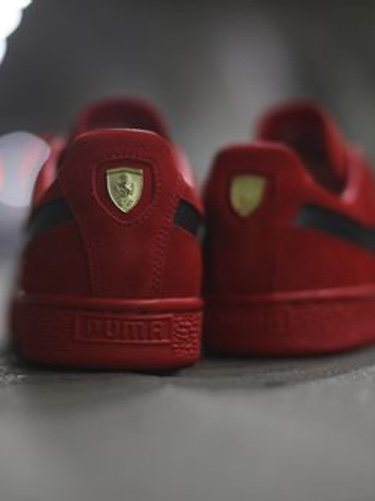 Parte trasera de las nuevas zapatillas de Puma SF Suede 50 con la colaboración de Ferrari 2018