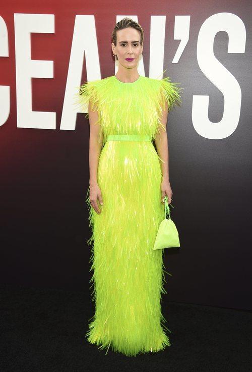 Sarah Paulson con un vestido amarillo fosforito en la premiere de 'Ocean's 8' en Nueva York 2018