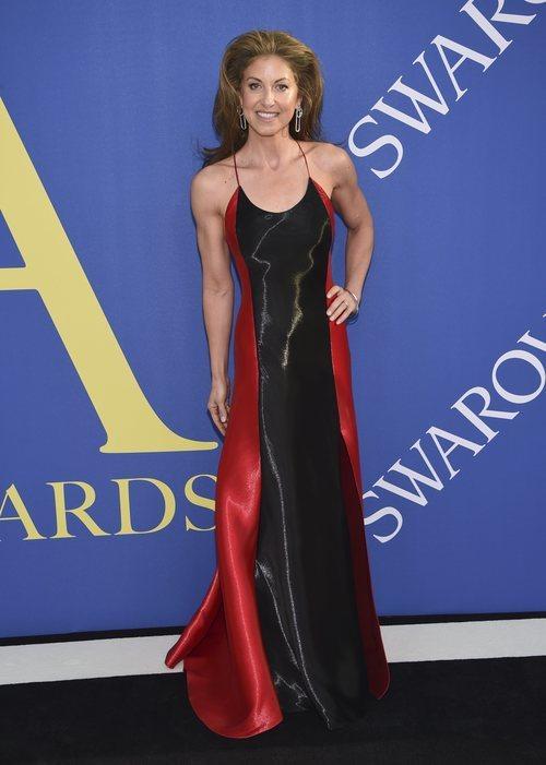 Dylan Lauren con un vestido bicolor en los premios CFDA en Nueva York 2018