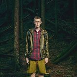 Modelo con una camisa de cuadros y abrigo de la nueva línea Outdoor de la nueva coleeción SS19 de Woolrich