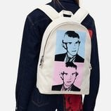 Mochila de la colección de Calvin Klein dedicada a Andy Warhol