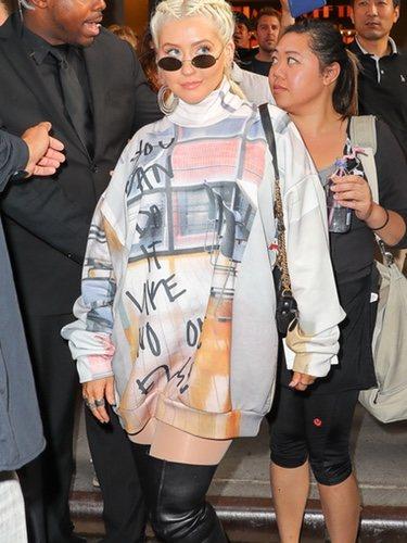 Christina Aguilera pasea por Nueva York con un estilo muy street