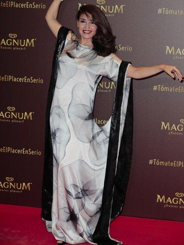 Blanca Marillach con un peculiar vestido en el evento de Magnum 'Tómate el placer en serio'