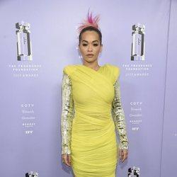 Rita Ora de verde lima en los Premios Fragrance 2018