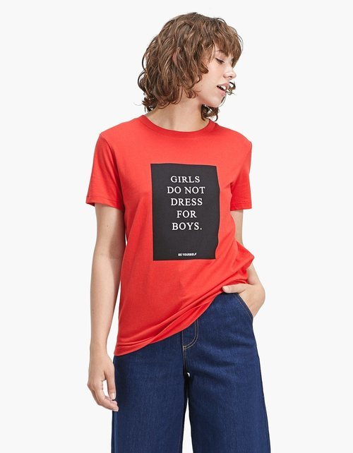 Camiseta roja estampada de la colección primavera/verano 2018 de Stradivarius