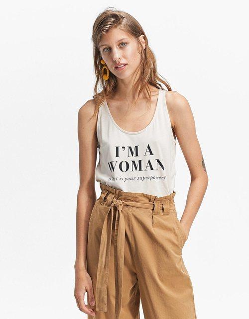 Camiseta 'I'm a Woman' de la colección primavera/verano 2018 de Stradivarius