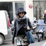 Miranda Kerr con look lady en negro