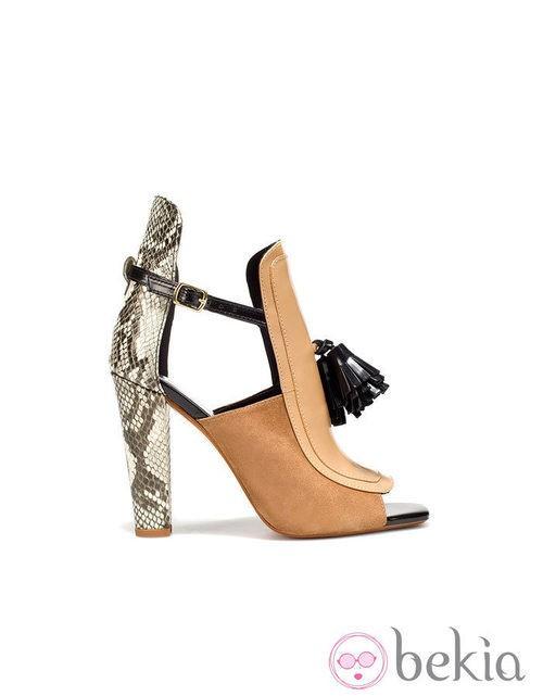 Zapatos block heels de Zara en tono nude y tacón de pitón