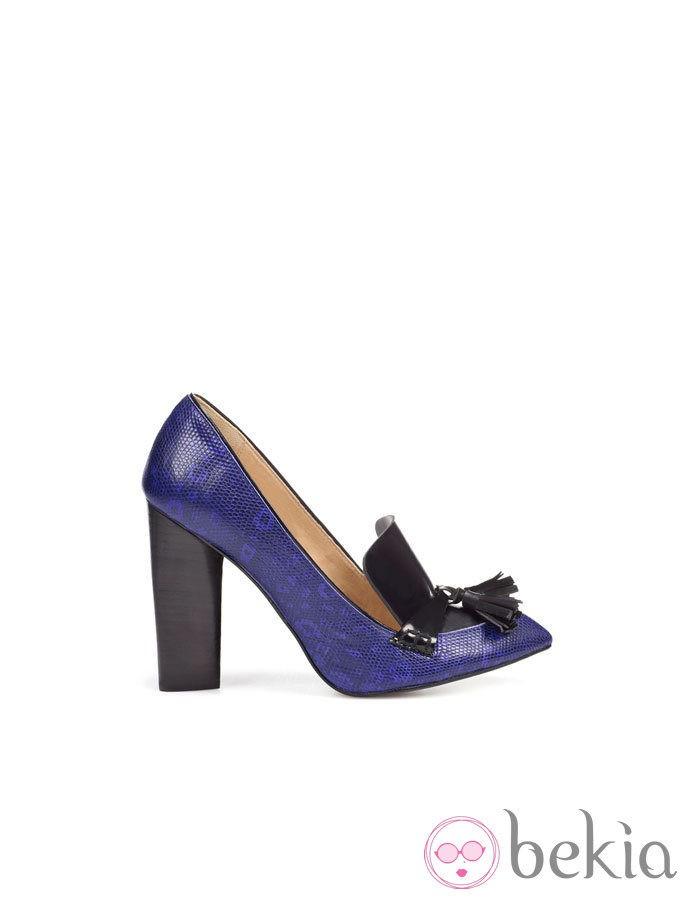 Zapatos block heels de Zara en tono azul y estampado pitón
