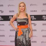 Regina Halmich con un diseño en negro con cinturón naranja