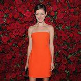 Nora Zehetner con un vestido naranja palabra de honor