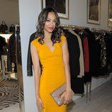 Zoe Saldaña con vestido calabaza con escote de pico