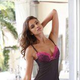 Irina Shayk con picardías gris y rosa