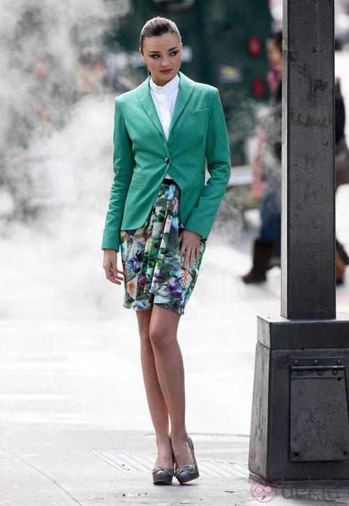 Miranda Kerr con vestido de flores de David Jones