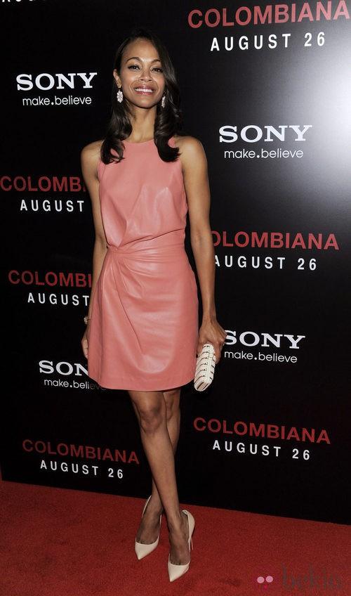 Zoe Saldaña con minivestido de cuero