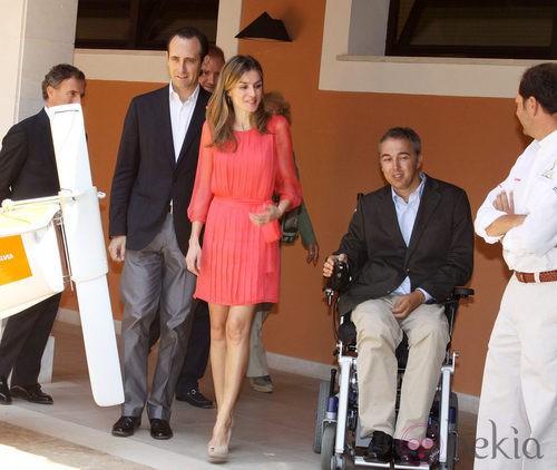 Letizia Ortiz con vestido de gasa minifaldero