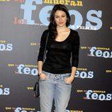 Blanca Suárez con jeans baggis y camiseta negra