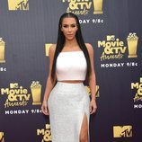 Kim Kardashian con una falda brillante en los Premios MTV Movie 2018
