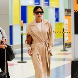 Victoria Beckham con un look estilo pijamero en Nueva York