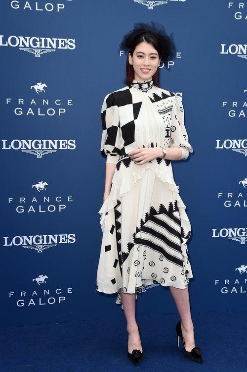 Akaya Miyoshi con un vestido asimétrico en Diane Longines 2018