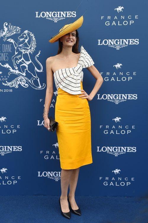 Irene Salvadore con un vestido con un lazo en Diane Longines 2018