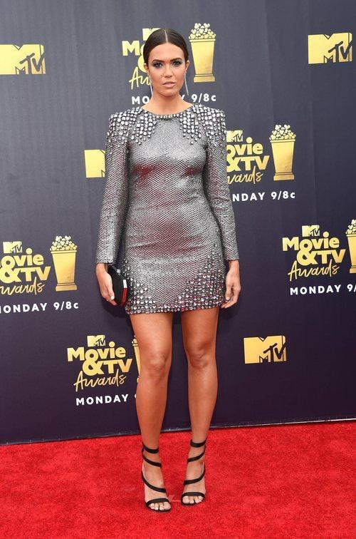 Mandy Moore con un vestido corto en los Premios MTV Movie 2018