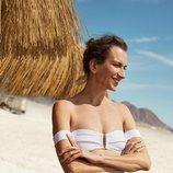 Bikini blanco con pantalón azul de topos de la nueva colección de Oysho SS18