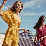 Modelos con vestidos de topos de la nueva colección de Oysho SS18