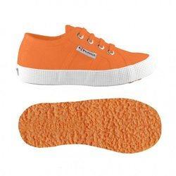Zapatillas en color naranja de la  nueva colección otoño/invierno 18-19 de Superga Kids