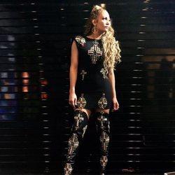 Jennifer Lopez con un total look de Versace en una gala de la televisión de Estados Unidos