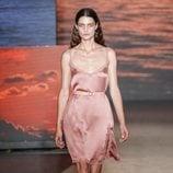 Vestido de seda rosa de TCN primavera/verano 2019 en la 080 Barcelona Fashion Week