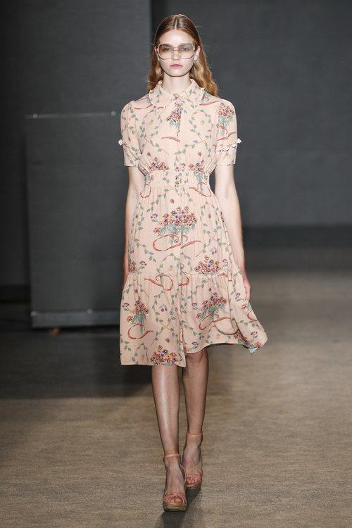 Vestido de estampado floral de TCN primavera/verano 2019 en la 080 Barcelona Fashion Week